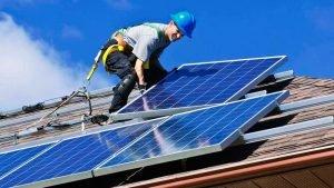 Instalação de sistema de energia solar residencial